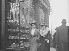 Never Before Seen Photos Of Old Dublin In The Early 20th Century - ALLDAY Ireland Homes, Dublin City, Dublin Ireland, Photos, Travel, Pictures, Viajes, Destinations, Traveling