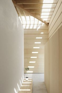 La casa con paredes de luz del estudio japonés mA-style architects. Light Walls House
