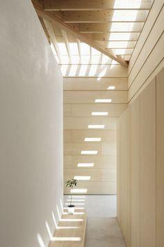 La casa con paredes de luz del estudio japonés mA-style architects. Light Walls House