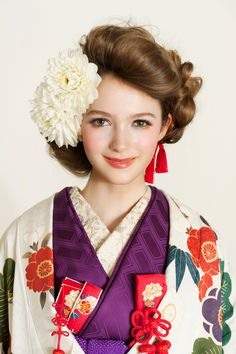 kawaii kimono: hair & make Dress Hairstyles, Pretty Hairstyles, Wedding Hairstyles, Traditional Fashion, Traditional Dresses, Kimono Japan, Japanese Kimono, Japanese Style, Modern Kimono