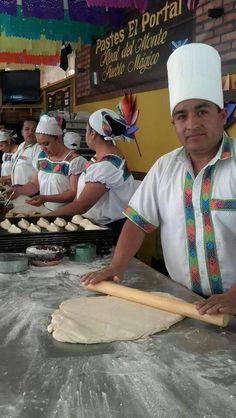 Para este frío no te gustaría visitar Pastes El Portal? Acompáñalos de un rico chocolate #PuebloMágico Real del Monte