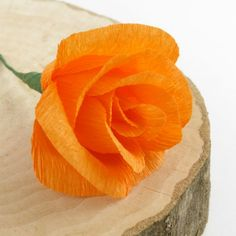 Here is an easy- to-follow step-by-step tutorials on how to make crepe paper flowers. Make poppies , roses and carnations in no time!