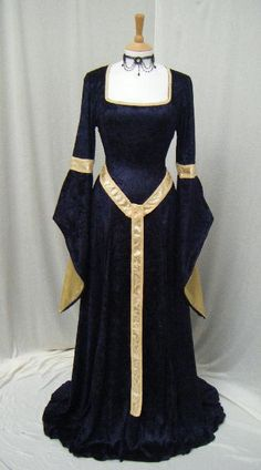 Cool dress but it looks like what Princess Fiona wore in SHREK!