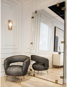 the modern moulding design combined with the scale of the mirror and modern chair is a perfect example of contemporary interior design - Kelly Wearstler Collection Kelly Wearstler, Design Furniture, Luxury Furniture, Modern Furniture, Unfinished Furniture, Furniture Market, Unfinished Wood, Rustic Furniture, Chair Design