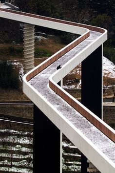 Pedestrian Bridge over the Carpinteira Stream, Covilha Portugal Amazing Architecture, Contemporary Architecture, Landscape Architecture, Interior Architecture, Bridges Architecture, Innovative Architecture, Study Architecture, Urban Landscape, Urban Design