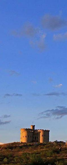 """Castle di Bivar, Rio Grande do Norte, Brazil - No alto de uma colina às margens da rodovia RN-288, trata-se de uma imitação de um castelo renascentista francês. Erguida por volta de 1984, conhecido em toda a região, tornou-se uma das principais atrações turísticas do Seridó potiguar. As suas dependências serviram como cenário para o filme """"O Homem que Desafiou o Diabo"""", de 2007."""