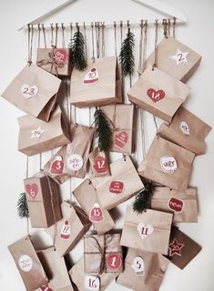 Der Adventskalender gehört einfach in der Weihnachtszeit genauso dazu wie der Christbaum am Heiligen Abend. Das warten aufs Christkind zelebrieren wir auch