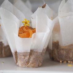 De lækreste sunde gulerodsmuffins med fristing lavet sammen med @gustavsalinas - kun 100-120 kcal pr muffin  Se video og opskrift på bloggen  #sundemuffin #gulerodsmuffin #dittejuliejensen #dittejulie