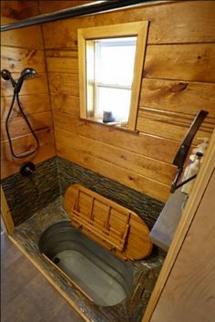 Japanese Soaking Tubs Inspiration For Your Bathroom – Furniture Inspiration soaking tubs tiny house Japanese Soaking Tubs Inspiration For Your Bathroom Bus Living, Tiny House Living, Dry Cabin Living, Tiny House Cabin, Tiny House Plans, Tiny House On Wheels, Japanese Soaking Tubs, Japanese Bathtub, Casas Containers