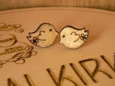 Wooden stud earrings in a cute bird shape by OccasionsHalkirk