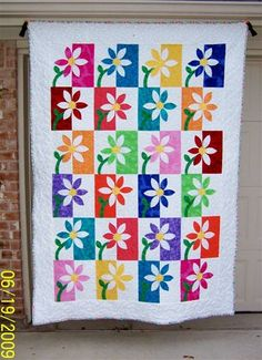 I always love the positive/negative quilts, this is so lovely