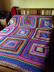 Ravelry: Giant granny square pattern by Daria Nassiboulina