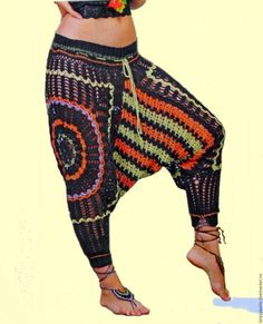 This Pin was discovered by Dor Crochet Pants, Crochet Skirts, Crochet Clothes, Diy Clothes, Knit Crochet, Clothes Rail, Mode Boho, Pants Pattern, Crochet Fashion