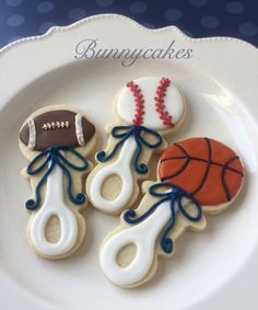 Sports ball baby rattle sugar cookies Perfect favor for a sports themed baby shower By Bunnycakes planningababyshower Sports ball baby rattle sugar co. Baby Shower Cupcakes For Boy, Cupcakes For Boys, Baby Boy Cakes, Baby Shower Brunch, Boy Baby Shower Themes, Baby Shower Cookies, Baby Boy Shower, Cake Pops, Football Baby Shower