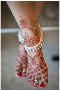 Silver Anklets Designs, Anklet Designs, Mehndi Designs, Tatto Designs, Ankle Jewelry, Ankle Bracelets, Indian Wedding Jewelry, Indian Jewelry, Indian Bridal