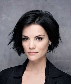 Short Hairstyles for Thick Wavy Hair - Hair Style Image Short Wavy Hairstyles For Women, Messy Hairstyles, Short Hair Cuts, Hairstyle Short, Haircut Short, Medium Hairstyles, Black Hairstyles, Curly Haircuts, Pixie Cuts