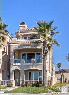 Huntington Beach house steps to the beach