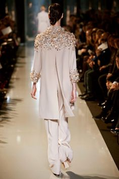 Elie Saab Spring 2013 Couture Fashion Show Elie Saab Spring 2013 Couture Collection – Fashion on TheCut New Fashion Clothes, Modest Fashion, Hijab Fashion, Fashion Dresses, Elie Saab Spring, Collection Couture, Dress Collection, Estilo Fashion, Ideias Fashion