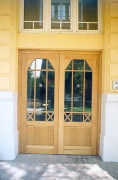klasszikus bejárati ajtó, eredeti szerint utángyártott
