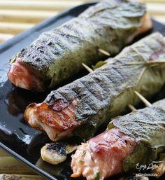 Grilled salmon in grape leaves. Ingredients: salmon fillet on the skin, lemons, parsley – Shellfish Recipes Shellfish Recipes, Seafood Recipes, Grilling Recipes, Cooking Recipes, Food Porn, Good Food, Yummy Food, Blue Food, Grilled Salmon