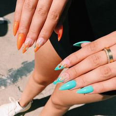 Minimalist nail art for You to make yourself look elegant and fashionable – Seze Edgy Nails, Aycrlic Nails, Stylish Nails, Trendy Nails, Coffin Nails, Orange Acrylic Nails, Almond Acrylic Nails, Orange Nails, Painted Acrylic Nails