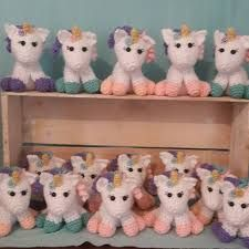 hoy les traigo patrón escrito de un pequeño unicornio anteriormente en el blog les deje el link del vídeo tutorial m... Crochet Gratis, Amigurumi Toys, Free Pattern, Dinosaur Stuffed Animal, Miniatures, Animals, Link, Ideas Creativas, Iris