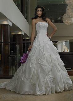 my wedding dress!!soo beautiful.. wana wear it again <3       8.13.2011