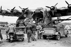 En novembre 1942, suite au débarquement des Alliés en Algérie (Opération Torch), un Me 323 Géant amène les premiers éléments de la division Hermann Goering en Tunisie.