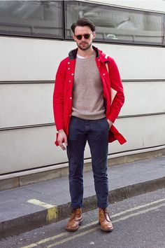Discover the hottest street style looks and trends for men & women, shot by The Urban Spotter and curated for you by Coggles. Men With Street Style, Men Street, Casual Street Style, Street Style Looks, Red Parka, Fashion Gallery, Gentleman Style, Mens Fashion, Street Fashion