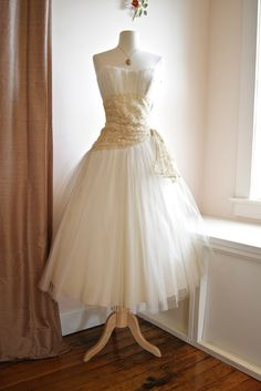 1950's wedding dress at Xtabay Vintage Bridal Salon...