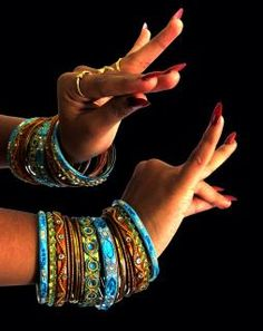 Hand-Mudras in the Classical Indian Dance Recital – Kids Clothing Belly Dancing Classes, Indian Classical Dance, Dance Recital, Dance Poses, Tribal Fusion, Lets Dance, Dance Art, Folk Dance, Belly Dancers