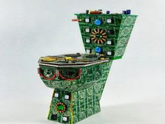Royal Data Throne - For those who did not believe a toilet can be made out of circuit boards, the Royal Data Throne proves doubters wrong. The product is a toilet scul. Waste Art, Cool Electronics, Old Computers, Electronic Art, Circuit Board, Recycled Art, Pics Art, Art Boards, Reuse
