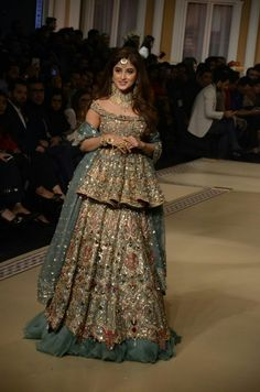 day is the most important day of any girls life and they have to look at their best, to look best at your wear Mizz Noor Chose your style and design and let mizz noor prepare the dress for you using finest and intricate Pakistani Wedding Dresses, Pakistani Outfits, Indian Dresses, Indian Outfits, Pakistani Lehenga, Saree, Bridal Dresses 2018, Bridal Outfits, Prom Dresses