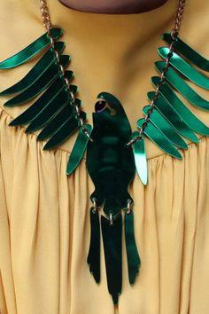 Parakeet large necklace de Tatty Divine, England