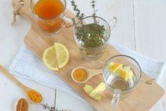 Drie verschillende soorten thee tegen verkoudheid van een gember citroen thee, tijm honing thee en een bijzondere kurkuma kaneel thee.