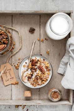 vegan healthy pumpkin granola with pecans and chocolate chunks. Nutritious vegan healthy pumpkin granola with pecans and chocolate chunks.Nutritious vegan healthy pumpkin granola with pecans and chocolate chunks. Healthy Vegan Dessert, Healthy Eating, Breakfast Healthy, Dinner Healthy, Healthy Foods, Clean Eating, Healthy Recipes, Tienda Natural, Lentil Nutrition Facts