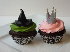 Glinda the Good/Wicked Witch of the West – Cupcake representation of the iconic witches from The Wizard of Oz. Chocolate cupcakes with a Turtle baked into them (thanks to Sweetopia for the idea!), vanilla toffee buttercream with handmade toppers.