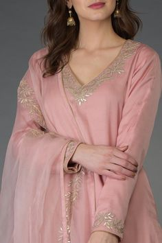 From our Indian Spring Collection, this Pearl Pink kurta and farshi palazzo suit is adorned with beautiful rose gold gota patti hand embroidery. The kurta and farshi ( wide leg palazzo pants) are crafted in fine bemberg modal and the dupatta is c Neck Designs For Suits, Dress Neck Designs, Designs For Dresses, Blouse Designs, Embroidery Suits Punjabi, Embroidery Suits Design, Hand Embroidery, Embroidery Designs, Pakistani Dresses Casual
