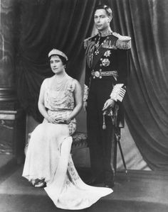 an early formal portrait photo of Queen Elizabeth, wearing Mary's Fringe tiara