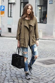 babe in olive jacket and ripped jeans // http://babesngents.com/ // #babesngents