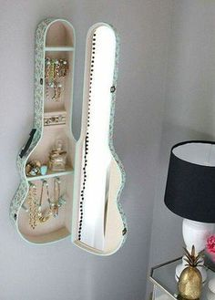 Musical Genius teen bedroom inspiration (Bedroom Diy Ideas) Nailing down a cohesive look for a teenage girl's bedroom can be very difficult. See the best teen girl bedroom ideas and pick your favorite! Decoration Bedroom, Teen Room Decor, Bedroom Decor For Teen Girls Diy, Diy Home Decor For Teens, Room Decorations Teen, Bedroom Decor For Teen Girls Dream Rooms, Bedroom Decor Ideas For Teen Girls, Rustic Girls Bedroom, Teenage Girl Bedroom Decor