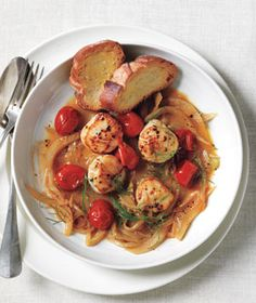 Seared Scallops With Fennel and Cherry Tomatoes