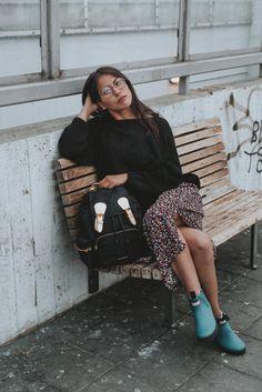 DALE PLUS – moteklær på nett – www.daleplus.no Sequin Skirt, Sequins, Floral, Skirts, Fashion, Moda, Fashion Styles, Flowers, Skirt