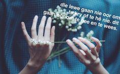 """Gedigte (@gewrigte) on Instagram: """"#oefhja#LekkerEnSulkeDinge#VrydagEnSulkeDinge#GewrigteMaats#AnnaOIsDieFotograaf"""" afrikaans quotes"""