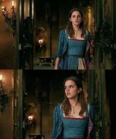 NEWS  Il regista Bill Condon continua a parlare di Emma e di La Bella e la Bestia, stavolta con la rivista francese L'Écran Fantastique (qui gli scans: http://watsonarchives.forumcommunity.net/?t=49918208&st=555#entry423065034), dilungandosi sulla preparazione che ha preceduto le riprese:  [Traduzione nostra  ricordate di taggarci o condividere il post se la volete riutilizzare.]  EF: E' la prima volta di Emma Watson in una commedia musicale. Come si è preparata a cantare? BC: Oh, Emma s