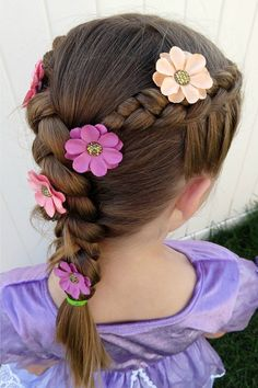 Easy Rapunzel Braid - Sunshine and Munchkins Braids are an easy way to keep her hair back and add a Rapunzel Birthday Cake, Tangled Birthday Party, Birthday Hair, 5th Birthday, Rapunzel Cake Ideas, Rapunzel Braid, Rapunzel Costume, Tangled Rapunzel Hair, Disney Tangled