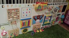 Rio posted DIY sensory board collecting household objects for activities and stimulation. to their -baby time!- postboard via the Juxtapost bookmarklet. Baby Sensory Board, Sensory Wall, Sensory Boards, Sensory Activities, Infant Activities, Activities For Kids, Toddler Play, Baby Play, Daycare Spaces
