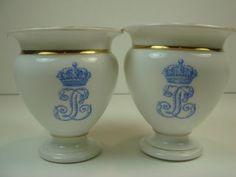 Sevres Porcelain Egg Cup Chateau De Dreux Gold White France
