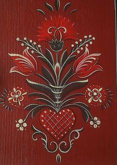 A héten kulcstartó szekrényt festettem ....       Kulcstartó szekrény, madaras ,tulipános mintával festve   A szekrény közepén szívből kiind...