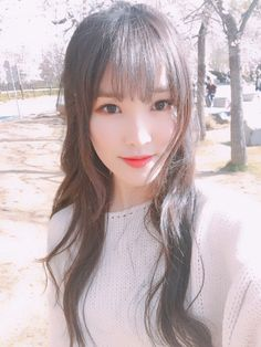 Choi Yu-na (최유나) also known mononymously as Yuju (유주) of GFRIEND (여자친구) She's so gorgeous! Every time I hear her powerful singing voice I get chills down my spine! Kpop Girl Groups, Korean Girl Groups, Kpop Girls, Gfriend Yuju, Gfriend Sowon, Extended Play, Music 2015, Asian Woman, Asian Girl